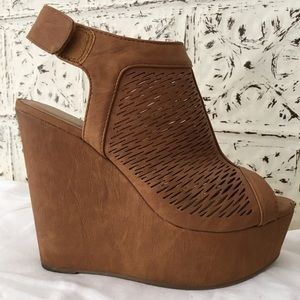 Shoes - Tan Wedge Platforms!